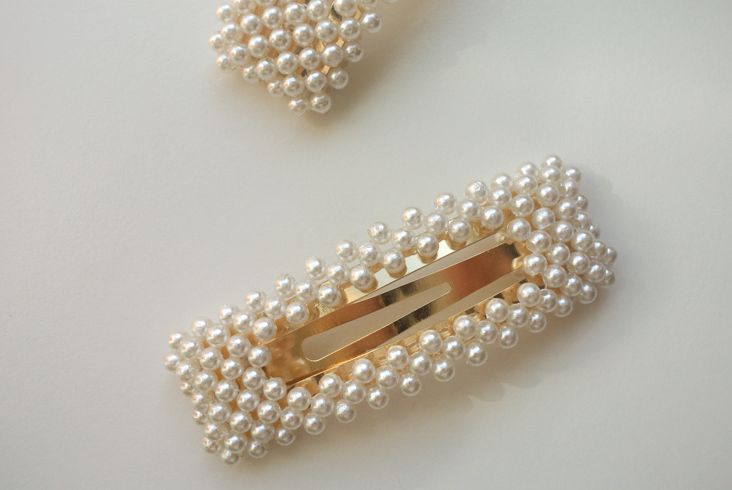 Daphne Pearl Snap Clip Set Of Two - Margherita