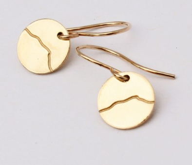 Camel's Hump Small Dangle Disc Earrings