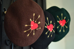 ARROW HEART BERET HAT