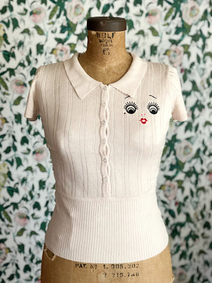 M.L DOLL FACE LOGO POLO COLLAR SWEATER *BEIGE