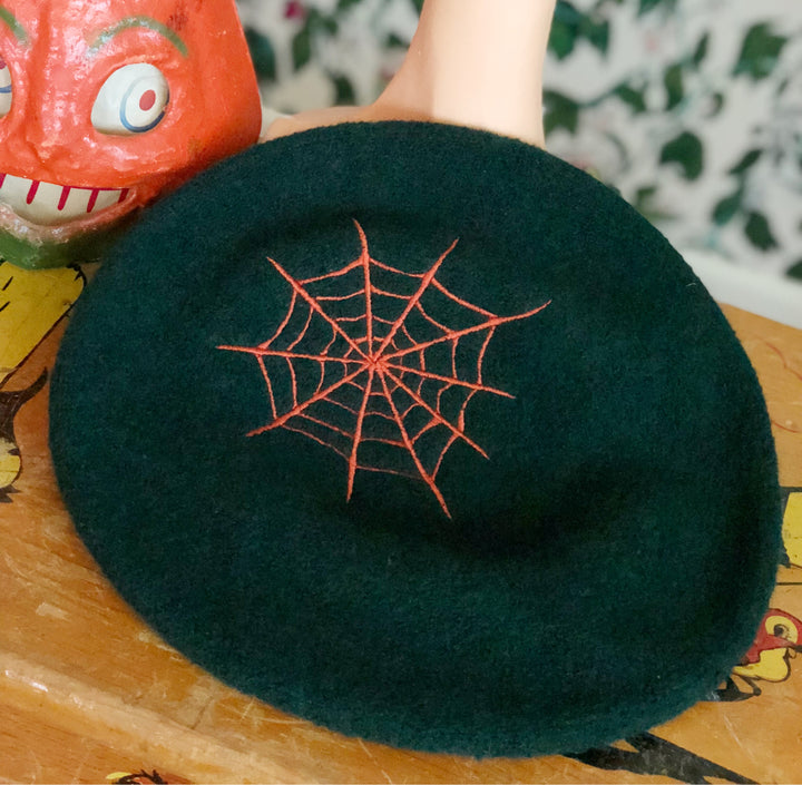SPIDERWEB BERET HAT *GREEN