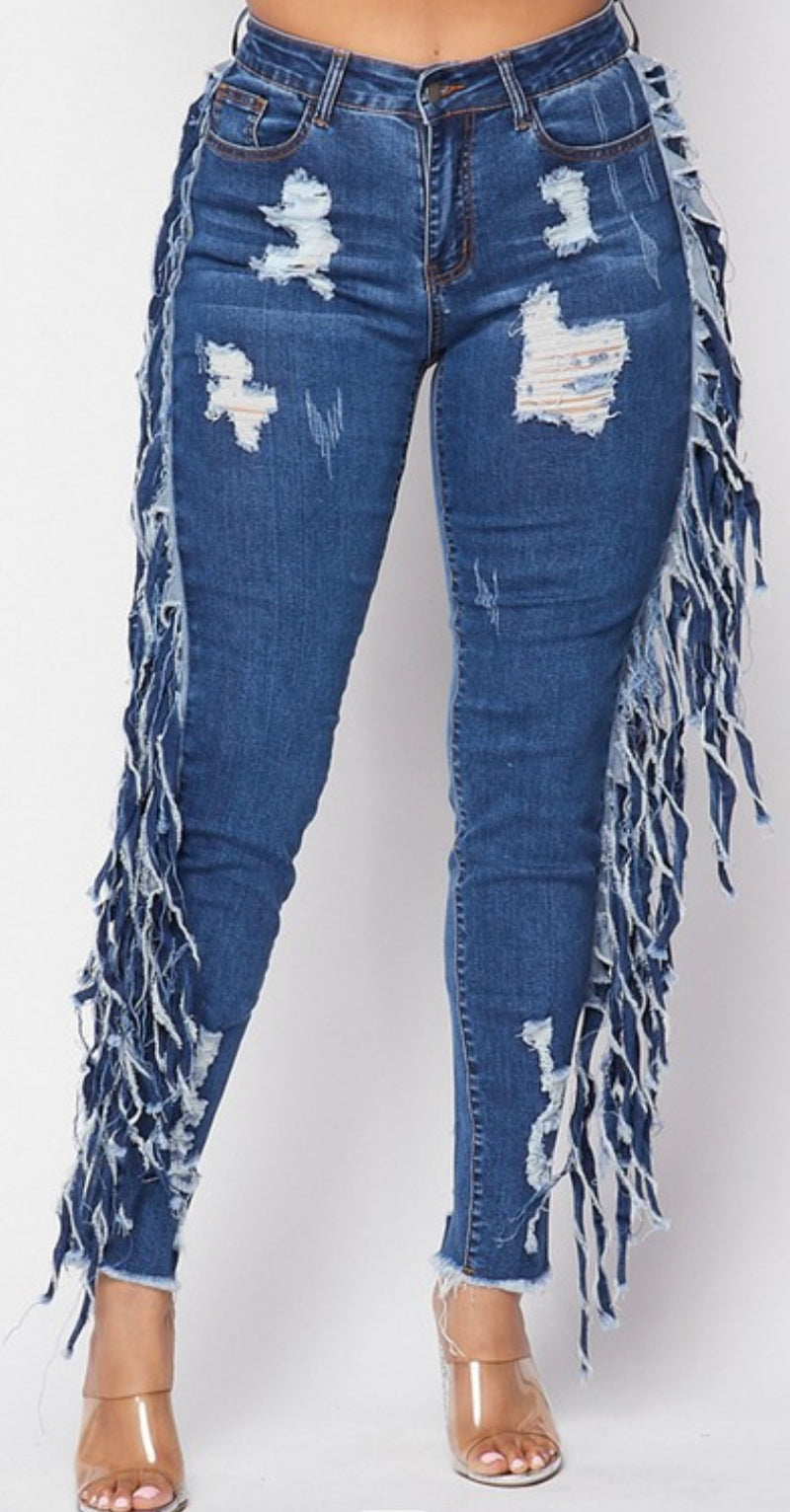 Tattered fitted jeans with fun fringes