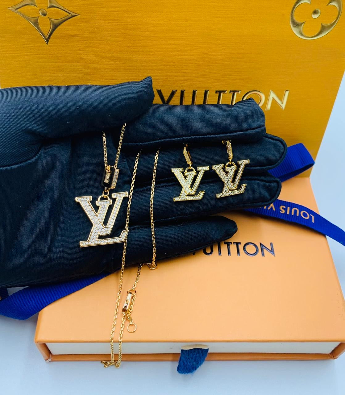 LV Logo Designer pendant, tops/earrings with LV Box