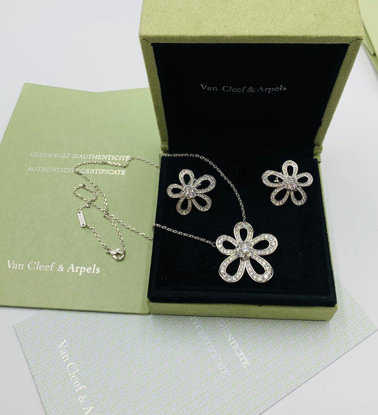 Van Cleef & Arpels Flowerlace Pendant in White Gold with Full Diamonds