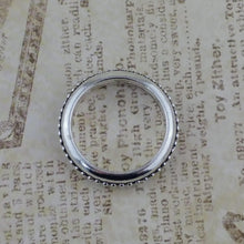 25mm Antiqued Silver Rings_Links_Bead Detail
