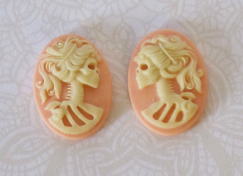 CLOSEOUT_Ivory on Peach 18x13mm Cabs_4 Pieces