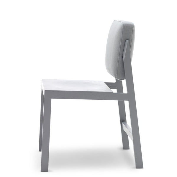 erik jorgensen chameleon iconic chair - light grey | shop online ikonitaly