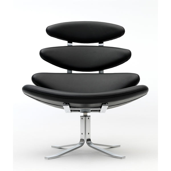 erik jorgensen corona iconic lounge chair - black leather front view | shop online ikonitaly
