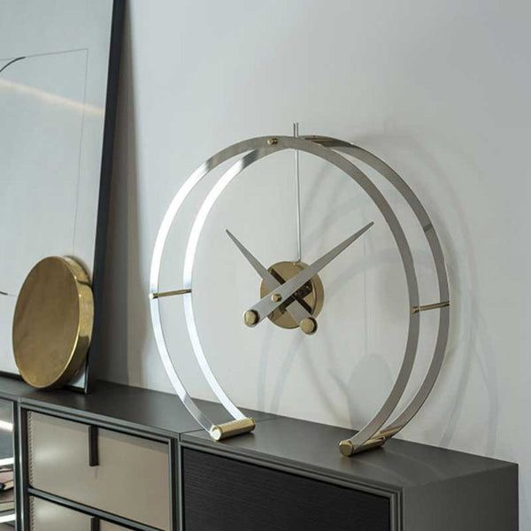 nomon omega g | elegant table clock in stainless steel and polished brass | ikonitaly