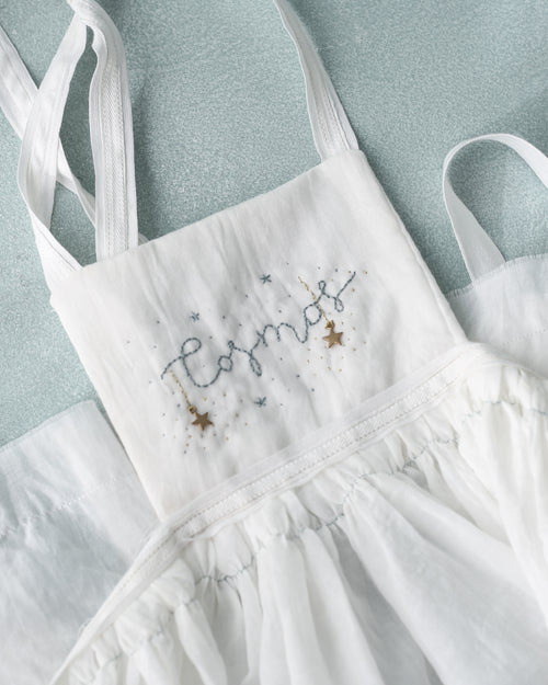 hand embroidered special ocasion dress apron for  wedding guests and flower girl dress. Eco friendly, sustainable fashion. Vestidos de invitada de boda y trajes de arras originales para niñas. Bodas 2018