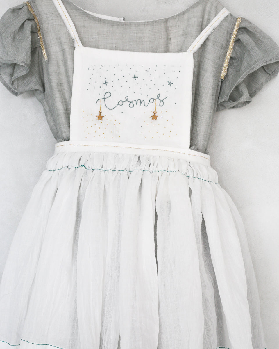 hand embroidered special ocasion dress apron for  wedding guests and flower girl dress. Eco friendly, sustainable fasion. Vestidos de invitada de boda y trajes de arras originales para niñas. Bodas 2018
