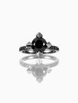Adamas / Engagement Ring / Diamond
