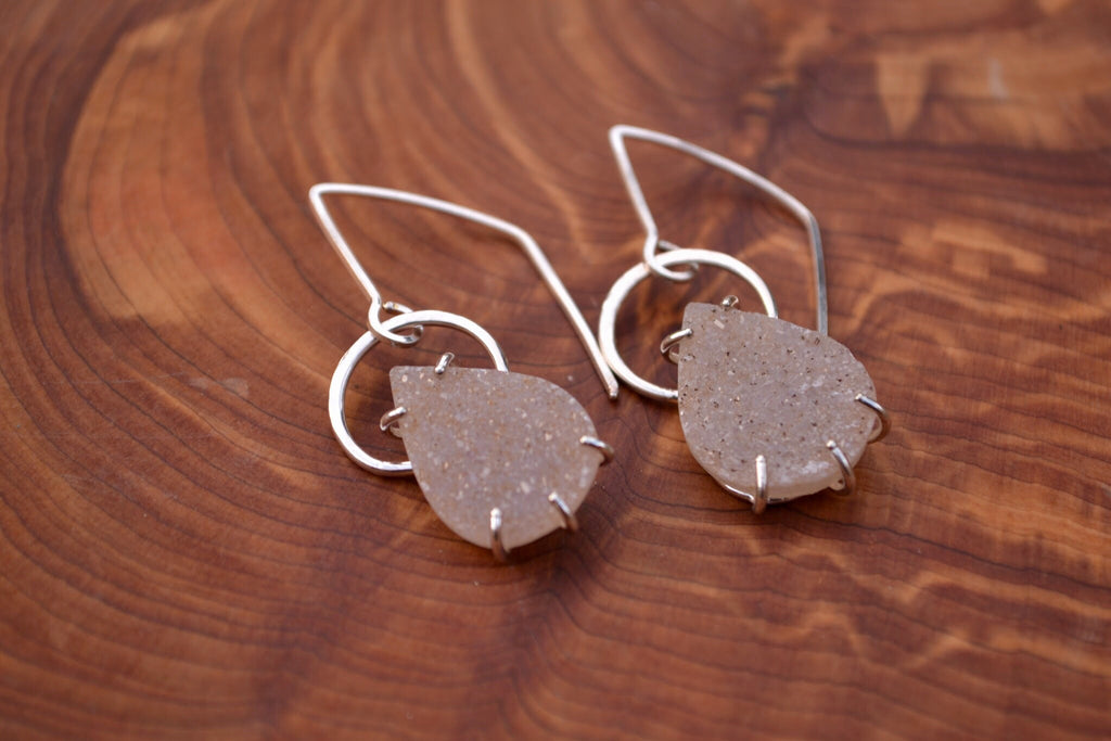 Sparkle Drop Earrings (champagne)