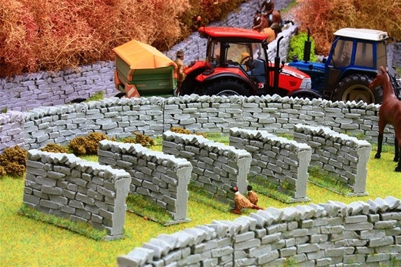 Brushwood Toys Authentic Curved Stone Wall Sections BT3020
