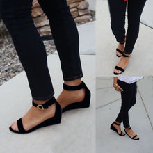 Slightly lifted Sandals