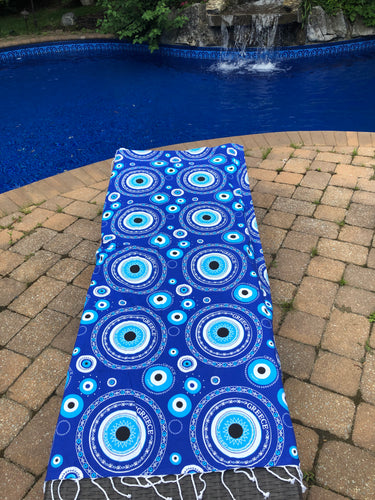 Blue eye beach blanket