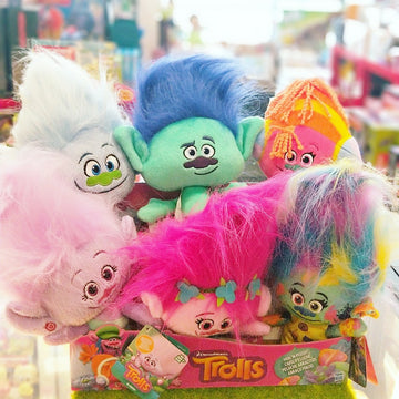 Dreamworks Trolls - Hug n' Plush Assorted characters