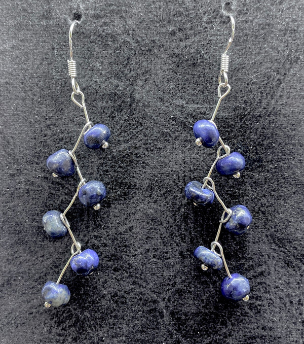 Earrings of sterling silver and lapis lazuli in a zigzag design