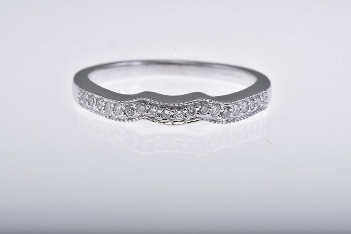 18Kt white gold curved diamond top with millgrain band