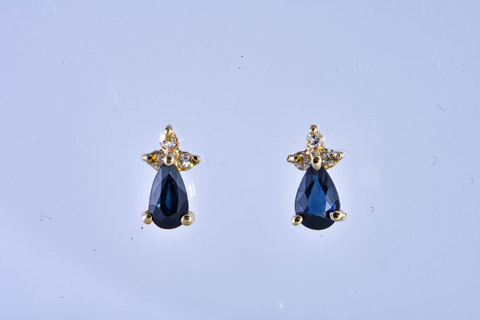 14Kt sapphire diamond stud earrings pierced
