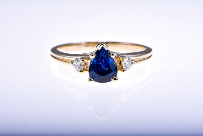 Yellow Gold Saphire and Dimaond Ring