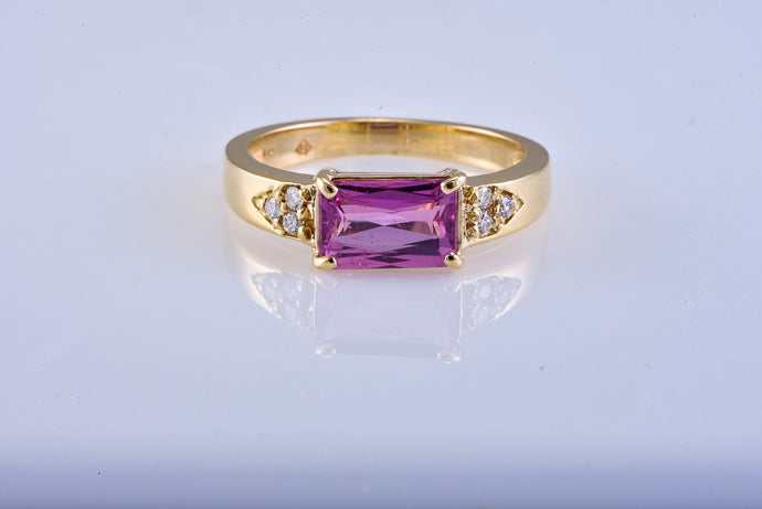 Estate Yellow Gold Pink Sapphire Ring