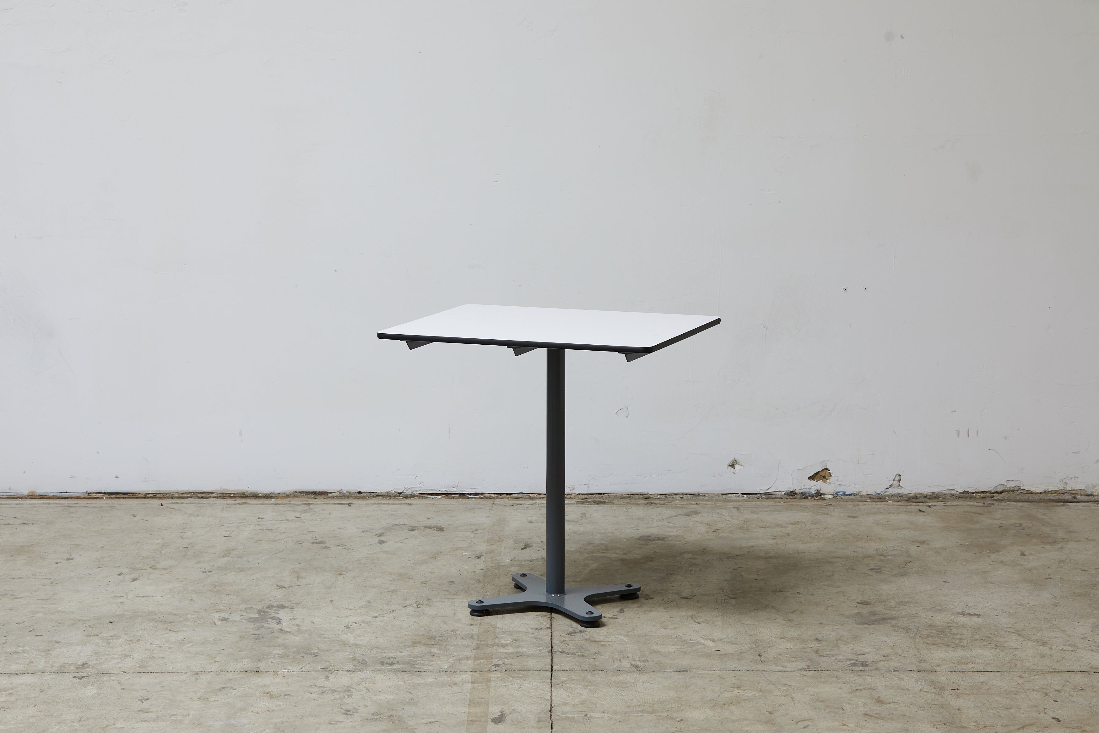 Round Cafe Table (customizable)