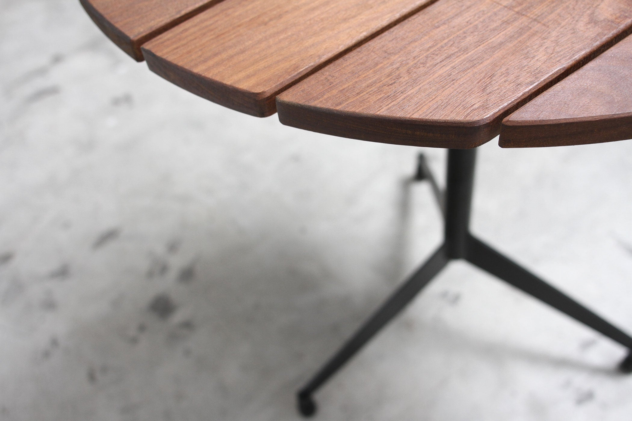 RAD Furniture's Slatted Wood Round Cafe Table - slat detail