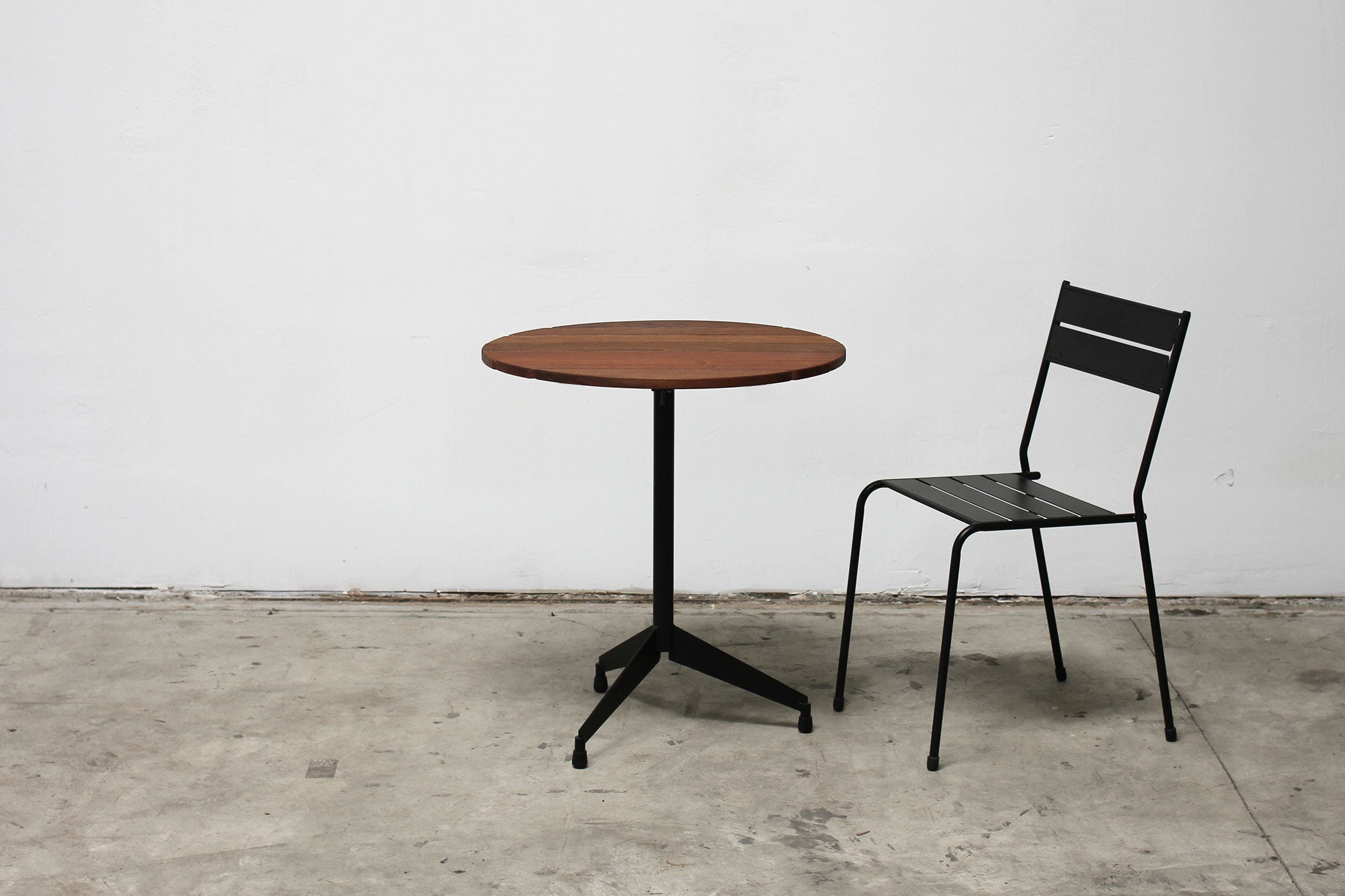 RAD Furniture's Slatted Wood Round Cafe Table with Slatted Steel Cafe Chair