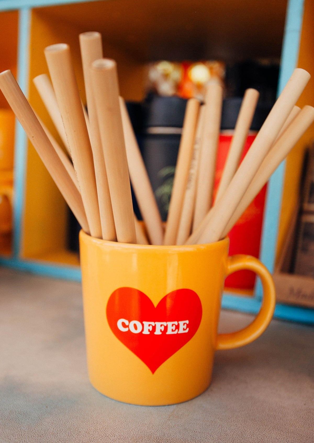 coffee mug with bamboo straws