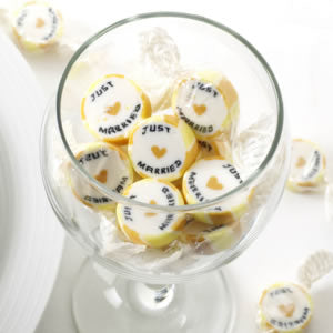 Gold 'Just Married' Rock Sweets, Favours - Big Day Boutique