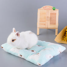 Load image into Gallery viewer, Easy-clean Fleece Bed mat for Rabbits.