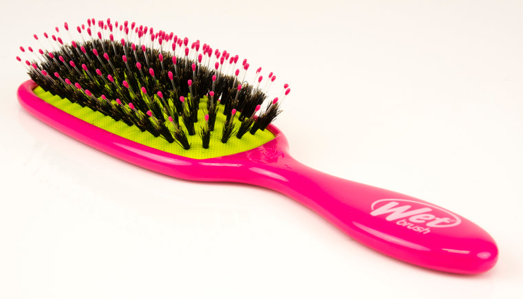 Wet Brush Detangling Hair Brush with Shine Enhancer in Pink