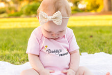 Load image into Gallery viewer, Daddy's Princess romper, Princess romper, Daddy's princess bodysuit, Coming home girls outfit, Daddy's Princess all in one suit, baby girl