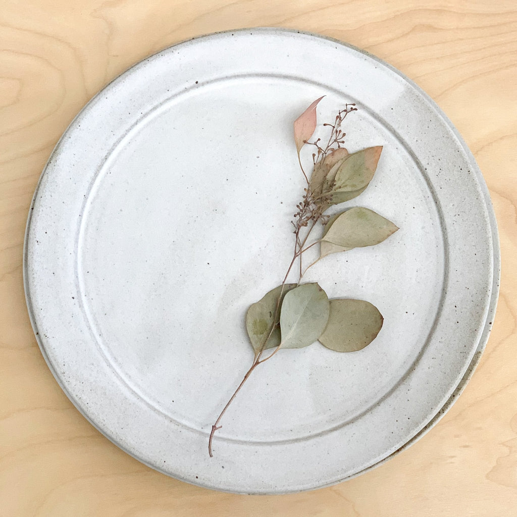 Terra dinner plate with white grey glaze by Tomoko Morisaki