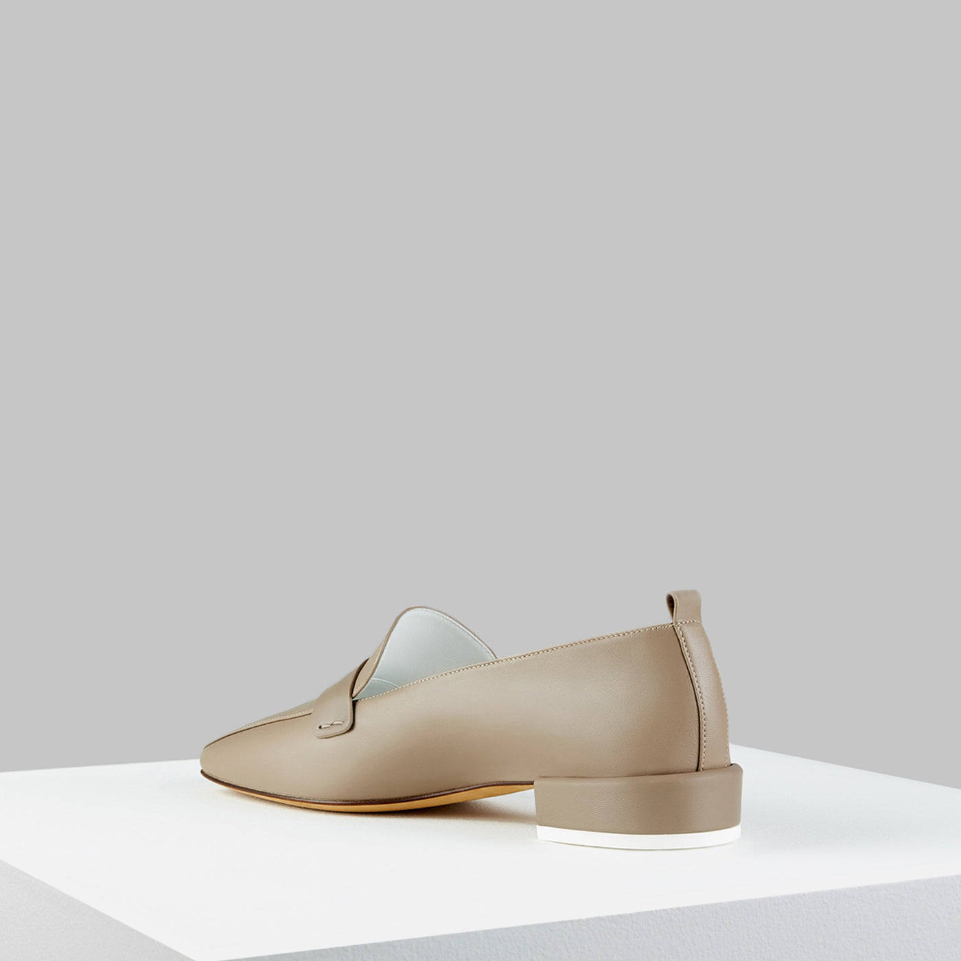 Load image into Gallery viewer, Comoda Loafer Taupe