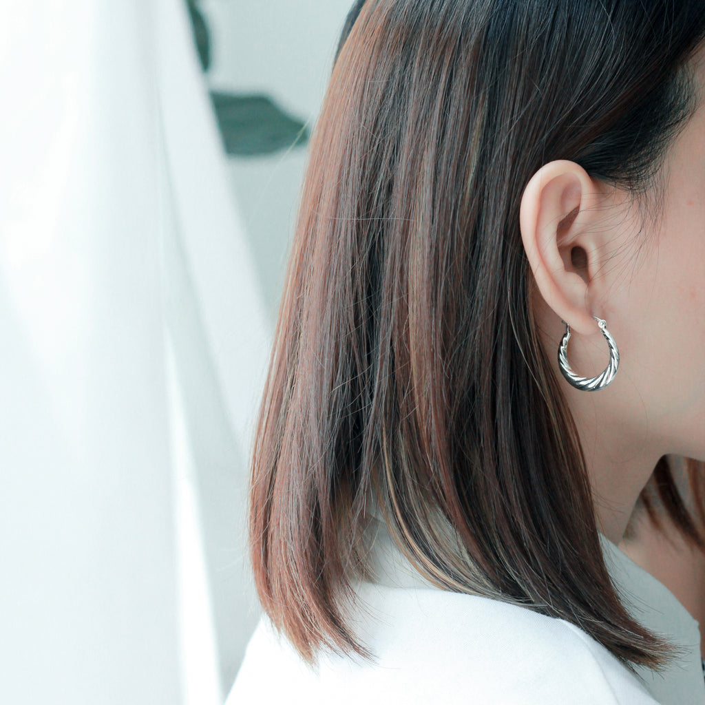 How To Choose The Right Earrings To Compliment Your Face Shape