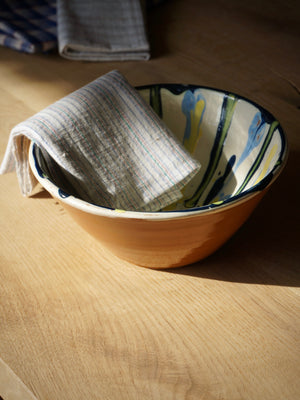 Ceramic bowl with marbled glazing