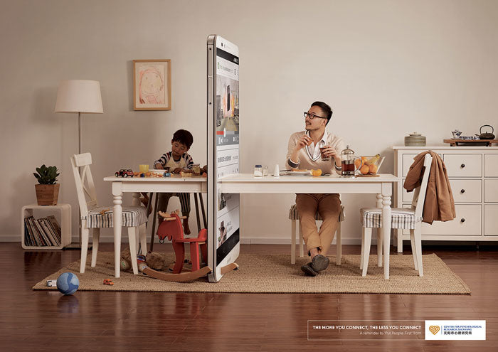 10 advertising campaigns tapping on the smartphone addiction issue