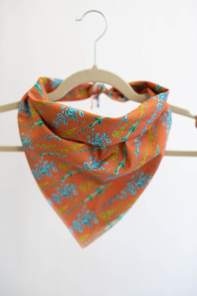 Arrows and Fleurs Bandana in Coral