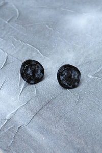DROPLET STUD EARRINGS - ONYX CHARCOAL