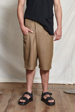 Load image into Gallery viewer, TOMO FOLD SHORTS - CAMEL