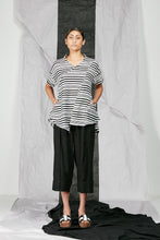 Load image into Gallery viewer, Women's Flare Top with Pockets