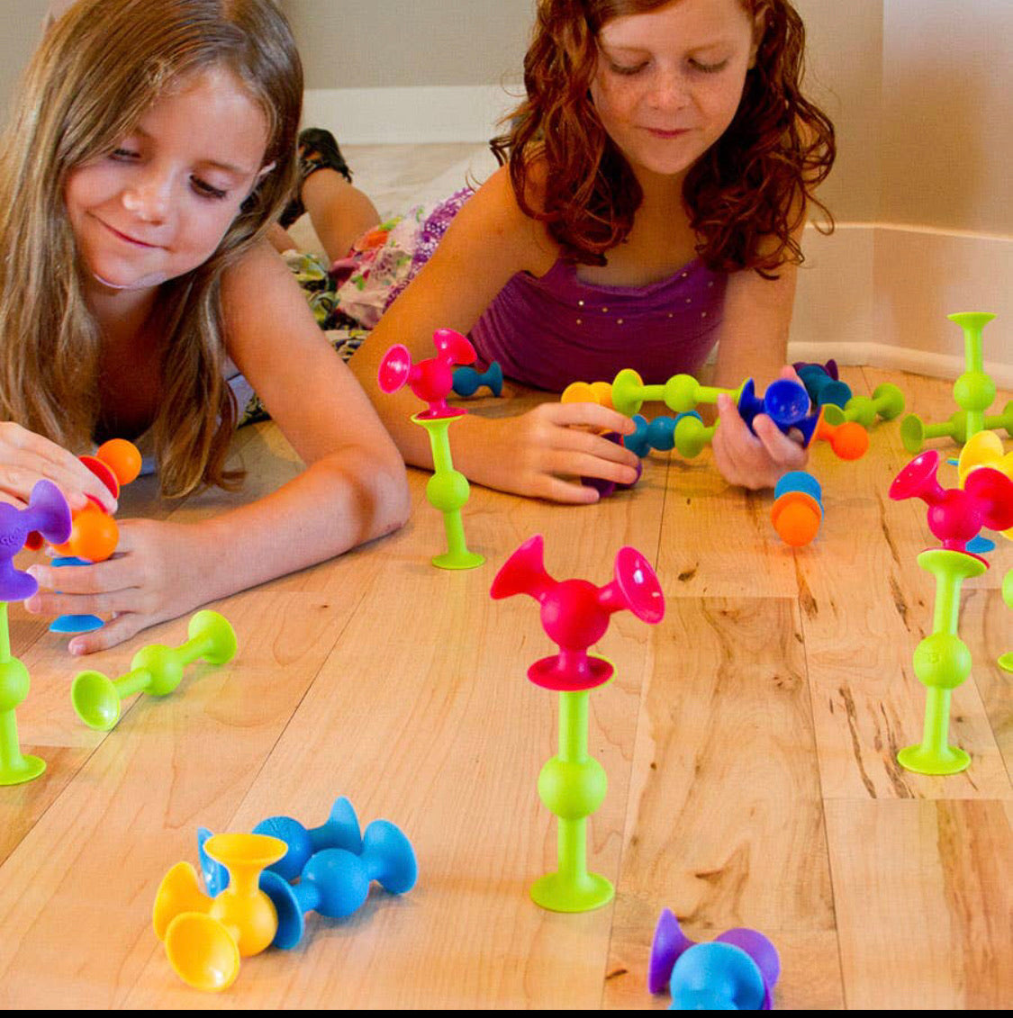 Fat Brain Toys - 50 Piece Squigz Deluxe Set