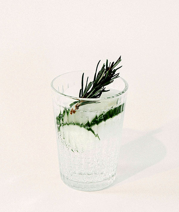 Gin drink with rosemary (Photo by Mathilde Langevin)