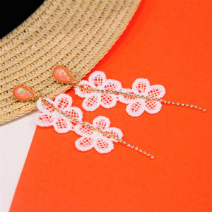 BIO-0467 white flower dangling earrings