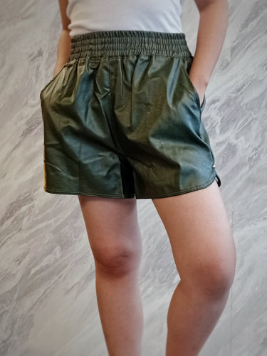 BUP-00061 Green leatherete shorts