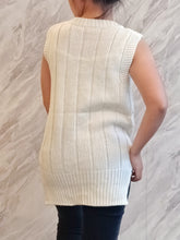 Load image into Gallery viewer, ELE-0380 Sleeveless knitted white top