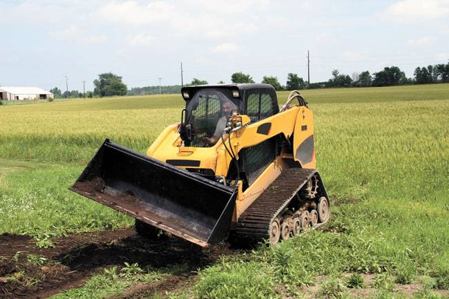 Rotates left or right up to 17° from the skid steer's horizontal centerline, with equal operation and speed when tilting in either direction