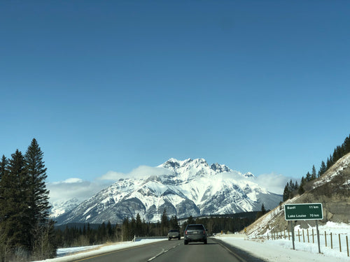 Private Transfer: YYC Airport / Calgary Hotel to Banff Town (Banff Nat'l Park)